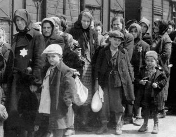 Dan Aykroyd Narrates Segment on Holocaust Survivor